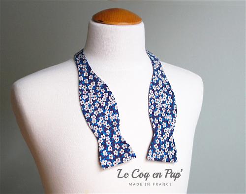 Noeud papillon liberty Ffion fleurs bleu et blanc le coq en Pap