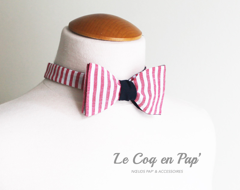 Rayé-rouge-blanc-revers-bleu-nuit-noeud-papillon-Le-Coq-en-Pap