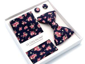 Le Coq en Pap' - Coffret noeud papillon bleu nuit et rose fleuri shabby chic