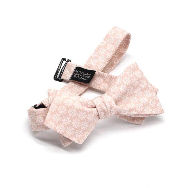 Le Coq en Pap' - Noeud papillon fleuri rose nude rosace